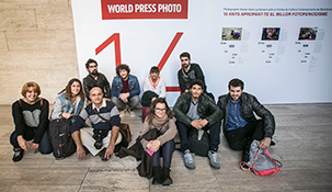 Alumnes de Fotoperiodisme de l'IEFC al World Press Photo. Foto: Pere Virgili
