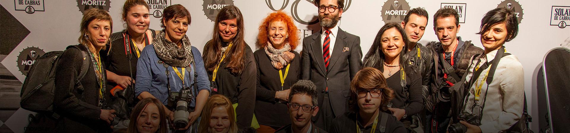 Alumnes del Curs d'Especialització en Fotografia de Moda de l'IEFC amb la professora Fina Lunes, Miquel Malaspina, Secretari del Modafad, i Tatiana de la Fuente, executive manager del Modafad.