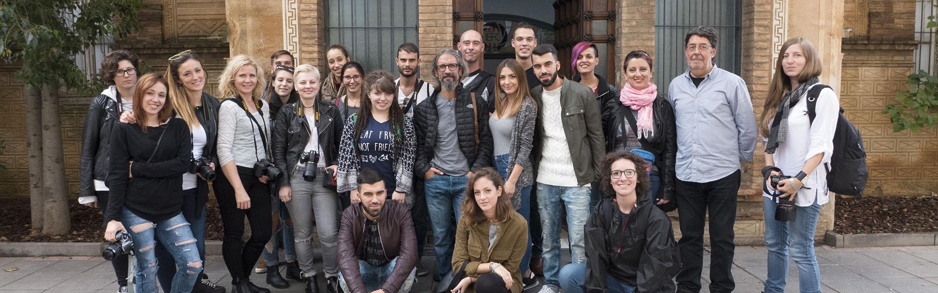 Foto de grup de Discover Barcelona davant de l