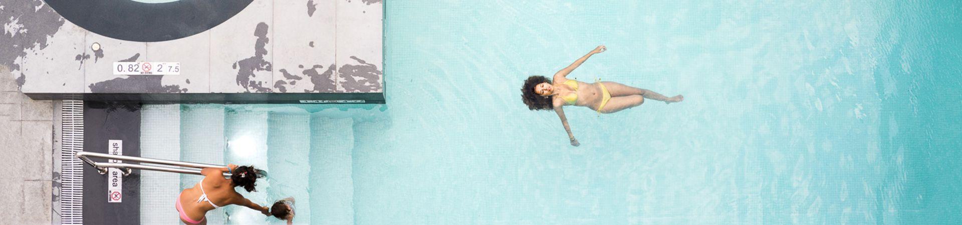 Closer. Flotando en la piscina, 2013 Guayaquil. José María Mellado