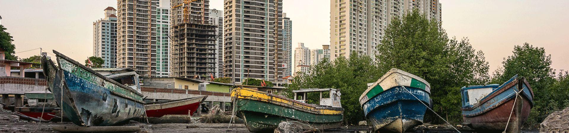 Closer. Barcas de pesca y rascacielos 2014 Panama City. José María Mellado