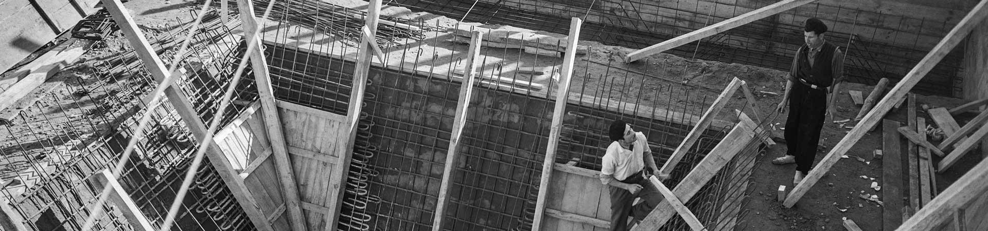 Construcció de l'estació depuradora d'Aigües de Barcelona per a la captació d'aigües subterrànies a Sant Joan Despí. Anys 50. Col. Plasencia / IEFC