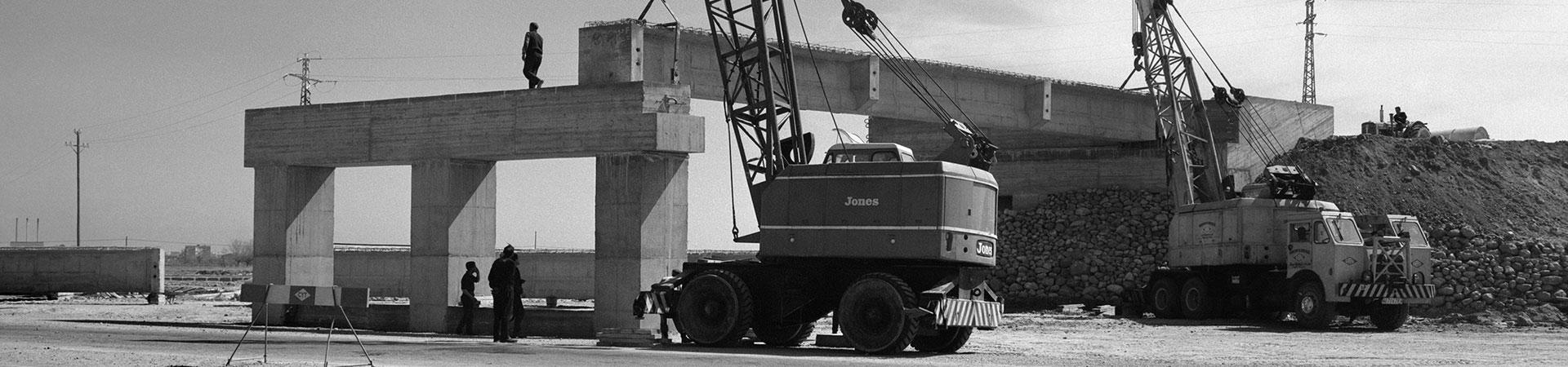 Obres de construcció de la carretera de Castelldefels a l'alçada de l'Aeroport. Prat de Llobregat, 26 de març de 1965. Col. Plasencia / IEFC