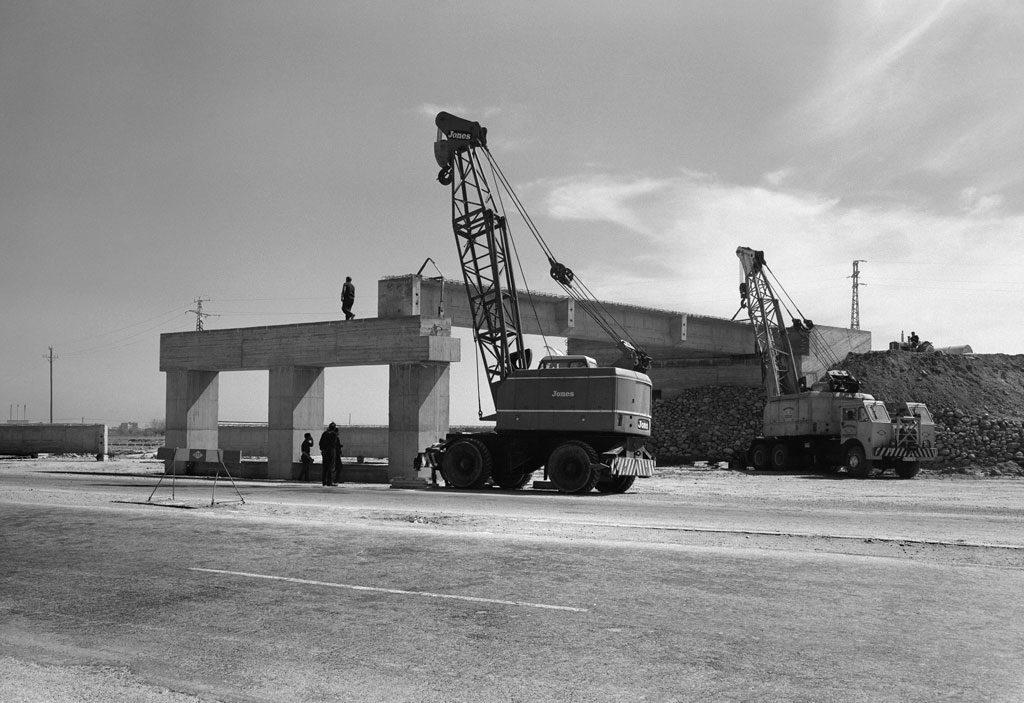 Obras de construcción de la carretera de Castelldefels a la altura del Aeroport. Prat de Llobregat, 26 de marzo de 1965. Col. Plasencia / IEFC