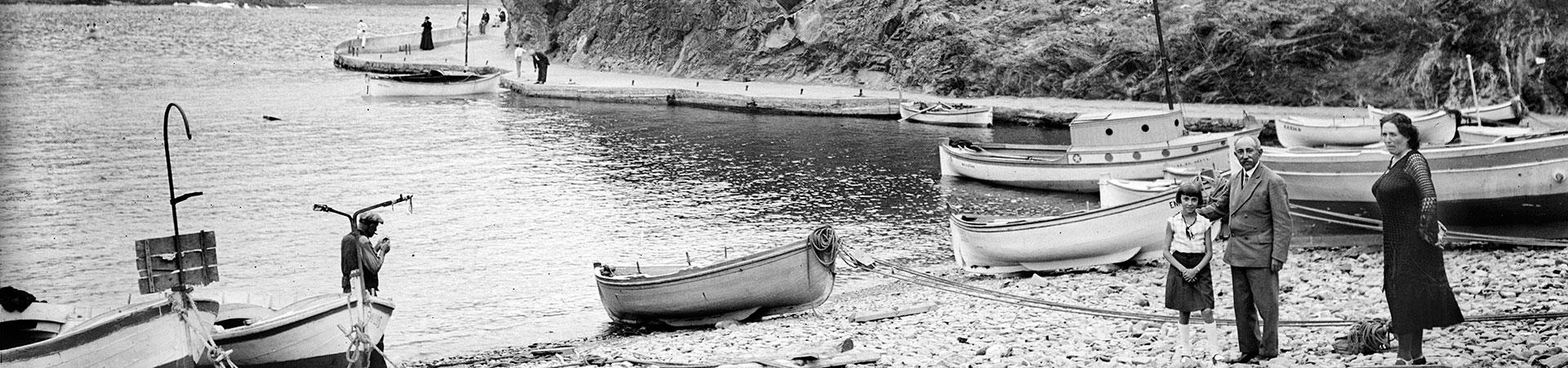 Barcas en el rincón de poniente de la platja Gran. Portbou, 1935. Colección Roisin / IEFC