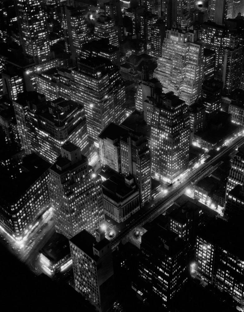 New York at Night, 20.3.1936 International Center of Photography, Gift of Daniel, Richard, and Jonathan Logan, 1984 © Getty Images / Berenice Abbott