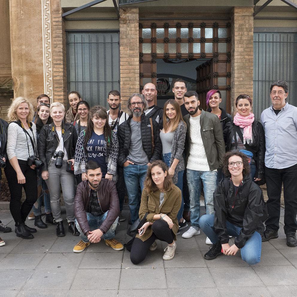 Foto de grup de Discover Barcelona davant de l'IEFC. Foto: Jaume