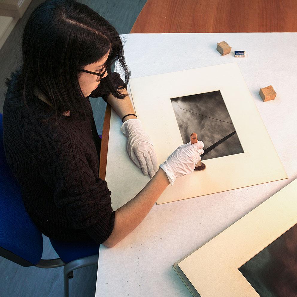Pràctiques de restauració a la Fototeca de l'IEFC