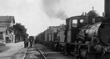Locomotora ténder Norte 1694 con tren de mercaderías de doble tracción. Granollers, años '10 '20 '30. Colección Roisin / IEFC