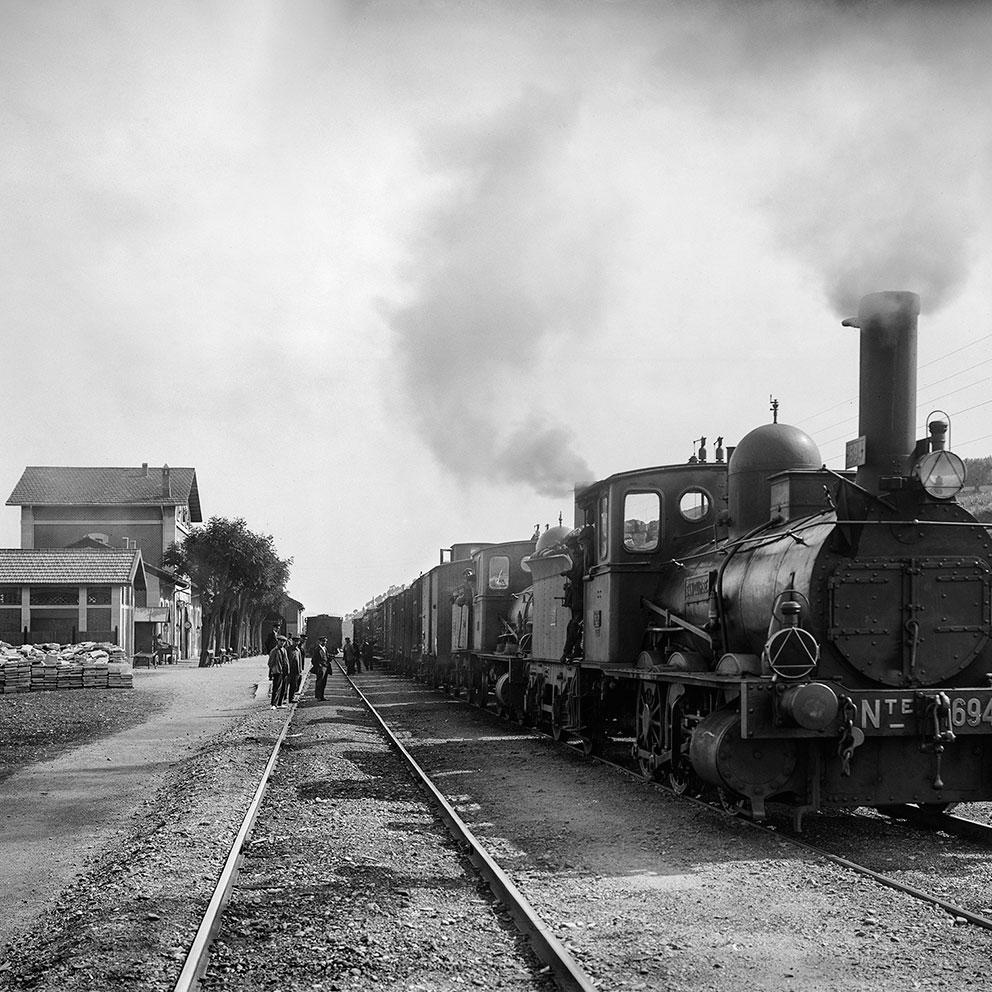 Locomotora ténder Norte 1694 amb tren de mercaderies de doble tracció. Granollers, anys '10 '20 '30. Col·lecció Roisin IEFC
