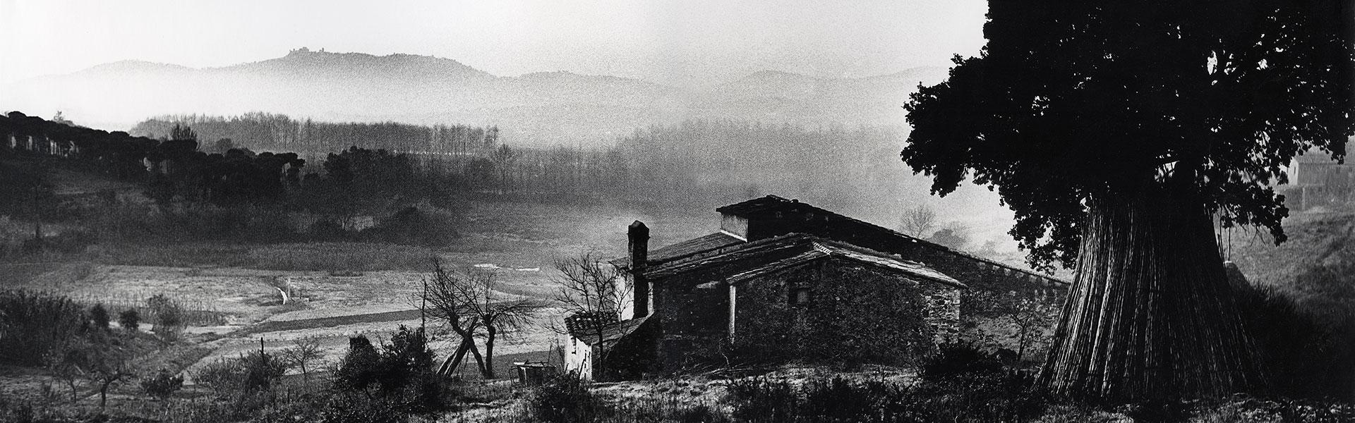Brumas (1962). Paisaje con masía. Foto: Josep Busoms